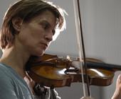 Suona regolarmente con Ottavio Dantone e sulla loro collaborazione ha scritto Tim Ashley sul Guardian ' Sentire suonare Bach dalla Mullova è semplicemente ... - 22508791